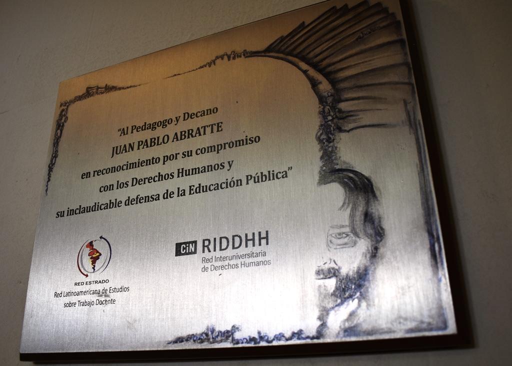 Homenaje a Juan Pablo Abratte en el día de lxs maestrxs